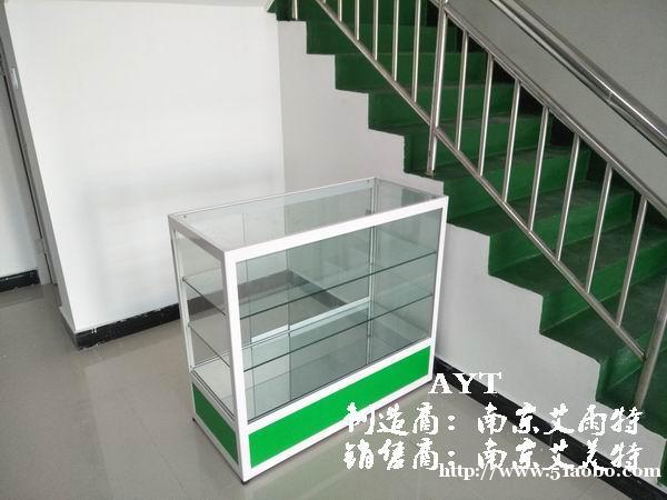 南京装饰城玻璃展柜